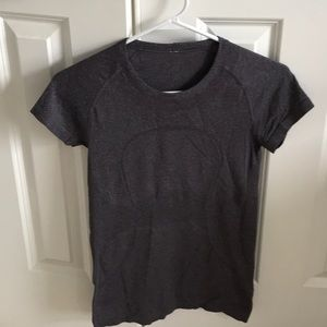 Lululemon grey top